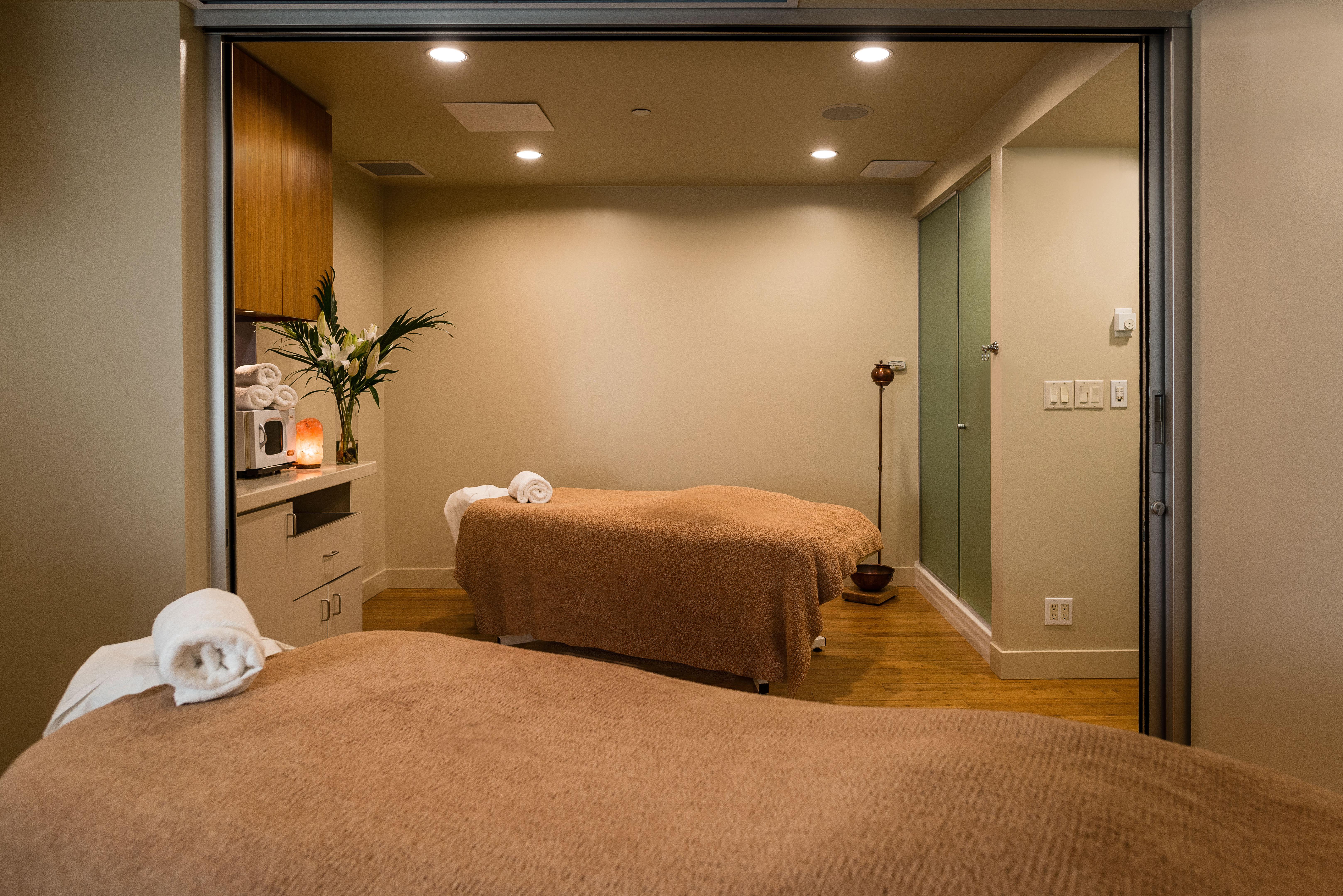 upscale spas top spas in vancouver vida spa. Black Bedroom Furniture Sets. Home Design Ideas